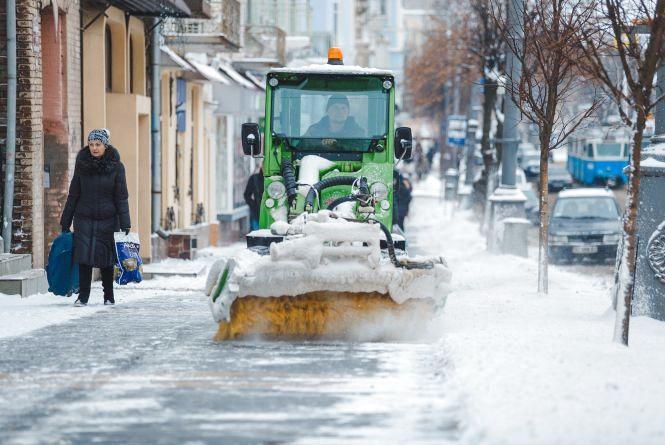 Рекордні снігопади у Вінниці: комунальники працюють в режимі нон-стоп