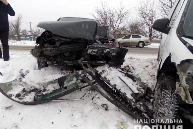 Лобове зіткнення: водій Renault Kangoo влупився у Оpel. Є постраждала