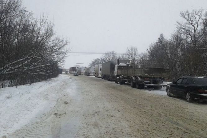 Скасували обмеження: рух вантажівок на двох вінницьких трасах відновили