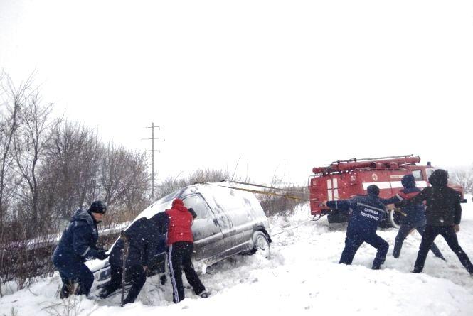 Негода на Вінниччині: скільки вантажівок та легковиків потрапили у замети?