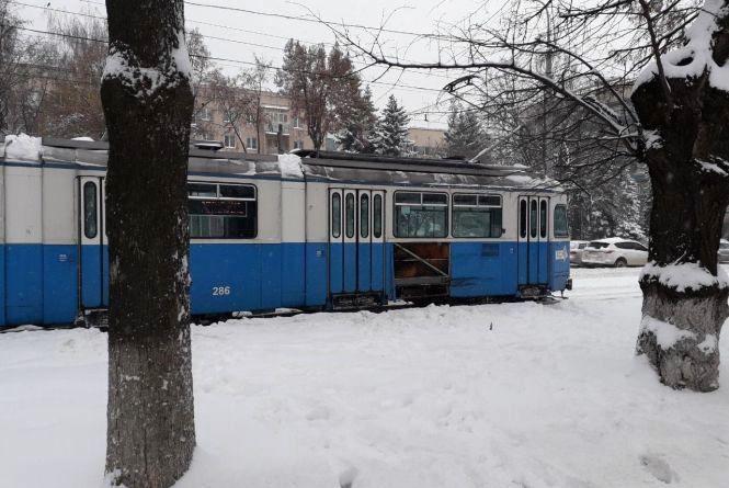 «Одні ДТП з трамваями – прям спрямована акція»: вантажівка протаранила ще один трамвай