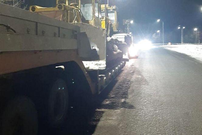 Зупинили на трасі: водій «під кайфом» на тягачі перевозив габаритний вантаж