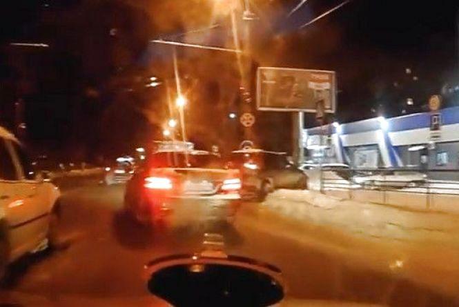 На Немирівському водій Nissan врізався у Volkswagen: відео за четвер