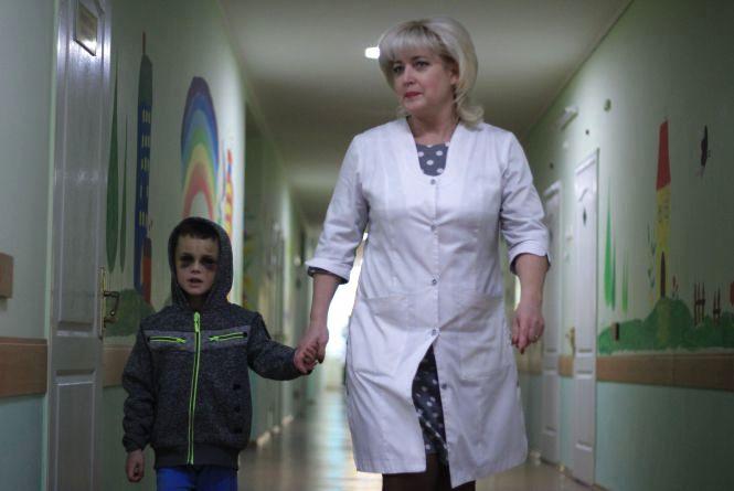 Побиття 6-річного Вані: що кажуть мачуха з батьком та в якому стані хлопчик