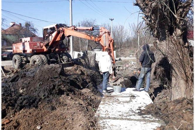 На Лук'яновського прокладають 315 метрів зливової каналізації