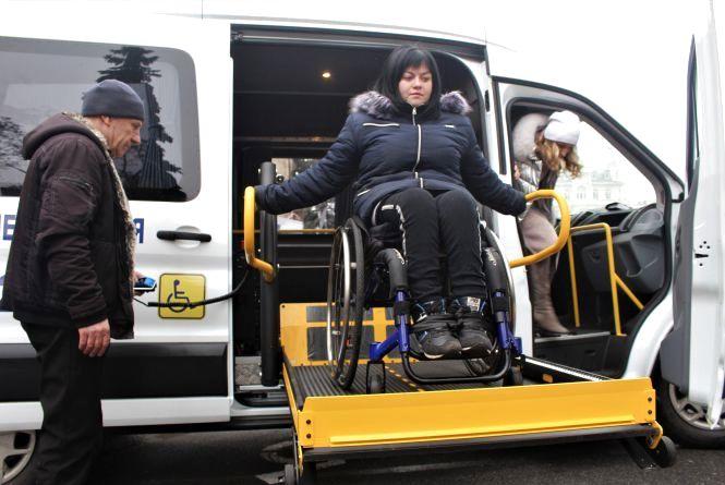 Маршрутка з німецьким підйомником: купили авто для людей з інвалідністю