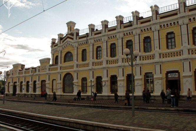 Накинули зашморг та ледь не відбили нирки: подробиці нападу біля вокзалу
