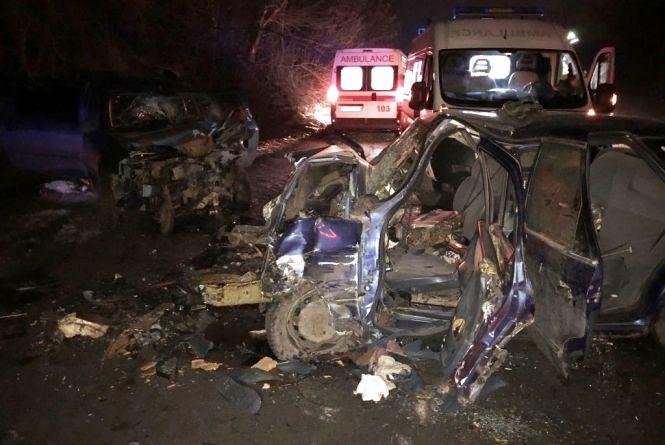 Смертельна ДТП: зіткнулись три авто. Двоє загиблих та троє поранених