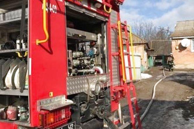Пожежа у селі Хижинці: четверо рятувальників гасили будинок