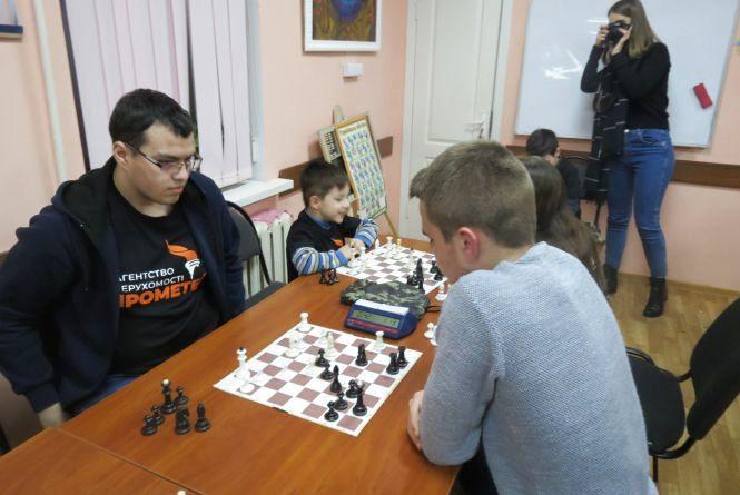 Шахові «романтики» готуються до захисту чемпіонського титулу