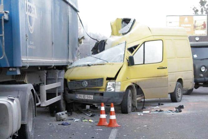 Смертельна ДТП: вцілилих пасажирів завезуть на кордон з Молдовою (ВІДЕО)