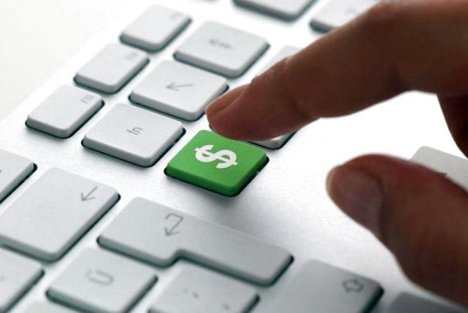 У середньому по 150 доларів: українці скуповують валюту через інтернет