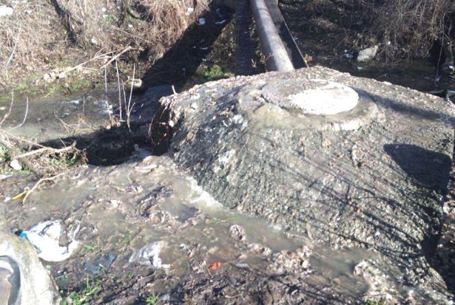Каналізація потекла у річку: на «Вінницяоблводоканал» склали протокол