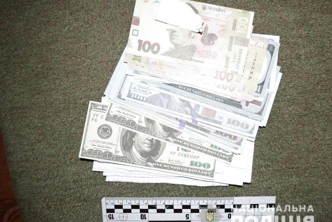 Замість справжніх грошей - сувенірні. Пенсіонерку ошукали на понад 100 тисяч гривень