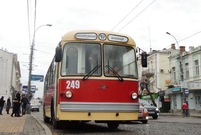 Вулицями міста 18 лютого буде їздити червоний ретро-тролейбус