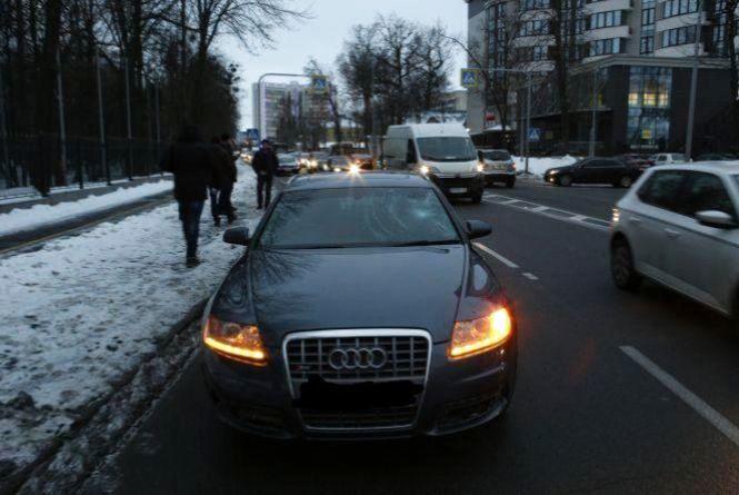 На «зебрі» по вулиці Магістратській Audi збила хлопця. Шукають свідків