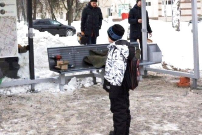 Дорослі забирають речі в дітей на вулицях Вінниці. «Хочеш повернути, йди зі мною»