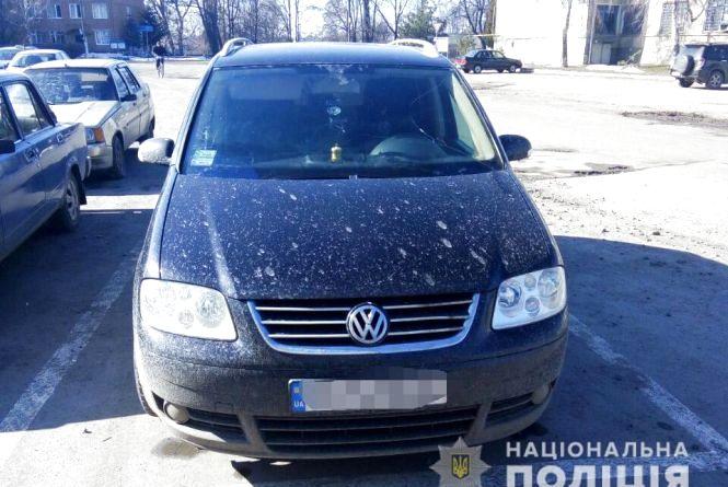 «Купіть ікону, недорого»: гастролери на чорному «Volkswagen» обікрали вінничанку