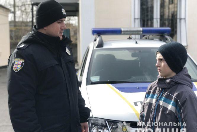 Просив сухарі у священика: чому 11-річний Микита ночував у закинутій автівці?