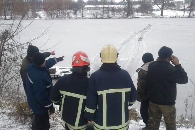 Крижана пастка: на Вінниччині троє пожежників рятували чоловіка