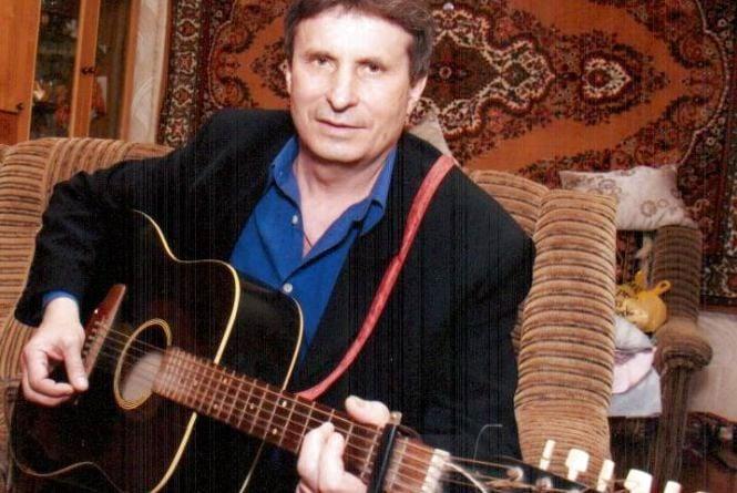 Гітарист з Ладижина втратив пальці, але написав «100 пісень для України»
