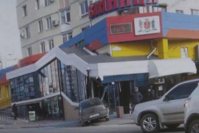 Вінниця 23-24 лютого: два пошкоджені «Пріуси», п'яний на «Волзі» та «ВАЗ» у магазині