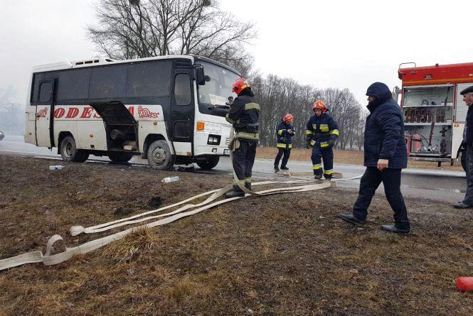 В Калинівці загорівся автобус з пасажирами. Люди не постраждали