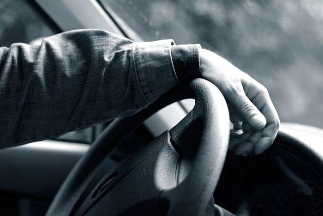 Трагедія у Хмільнику: в машині знайшли мертвими чоловіка та молоду дівчину