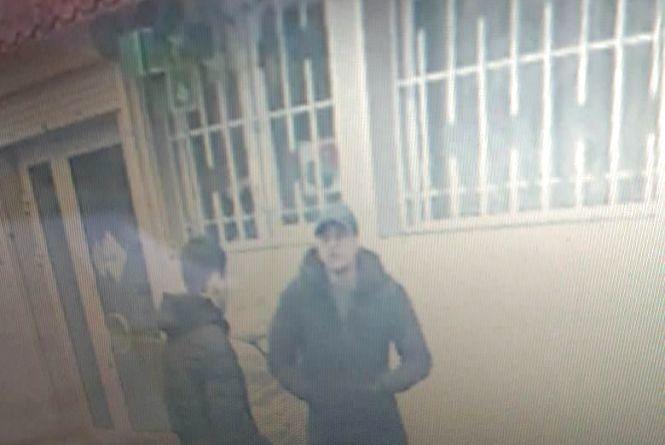 Шукають двох чоловіків, яких підозрюють у злочині