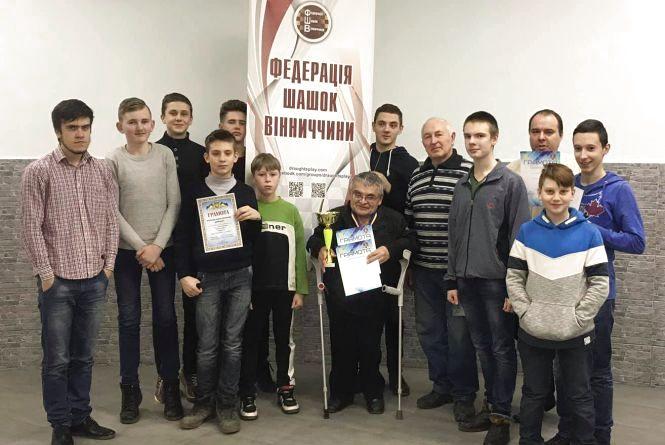 В чемпіонаті області з шашок молодь потіснила ветеранів