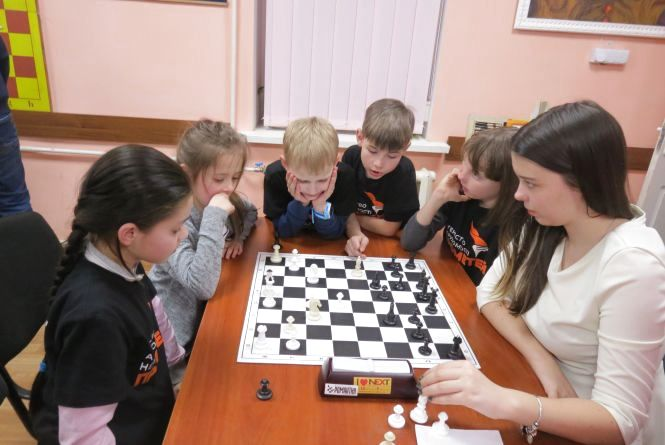 Краща шахістка області Надія Шпанко поспарингувала із малечею