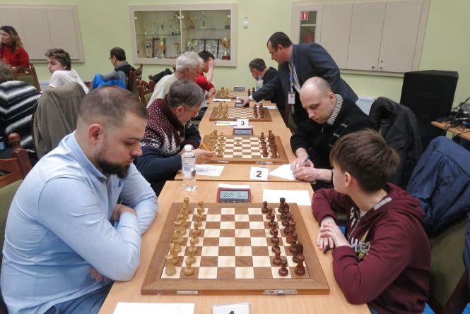На аматорському чемпіонаті України з шахів у Вінниці жорстко борються із читерством