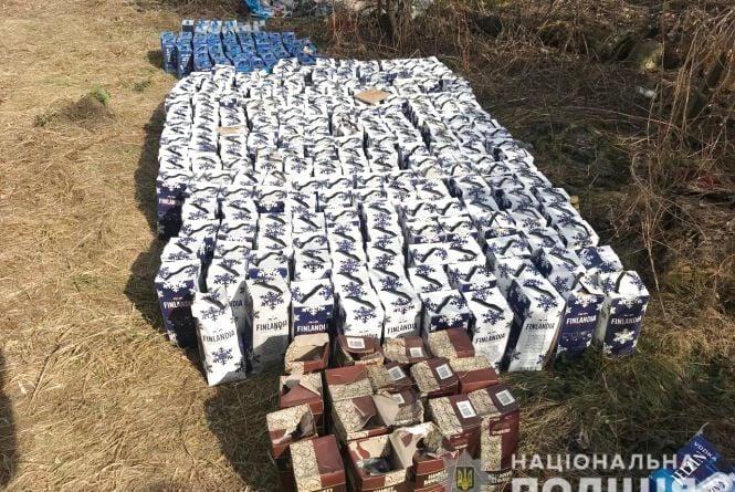 Більше тисячі літрів «паленки». На дворі у 80-річної жінки виявили склад підозрілого алкоголю