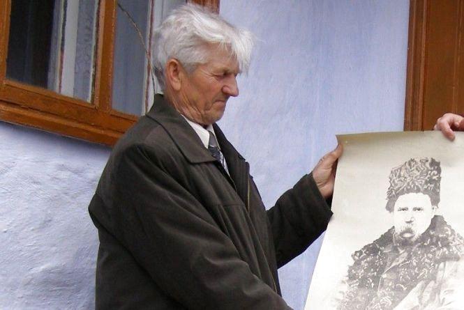 Цей портрет можна... читати. Незвичайне зображення Шевченка  з Томашполя показували в Італії