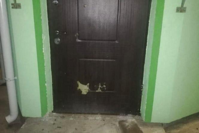 Двоє п'яних хуліганів пошкодили двері одного із храмів УПЦ