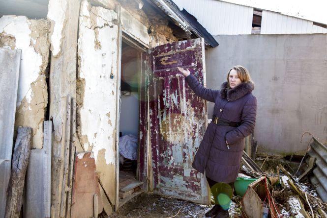 Розвалюється будинок. Мати-одиначка просить у міськради грошей на ремонт