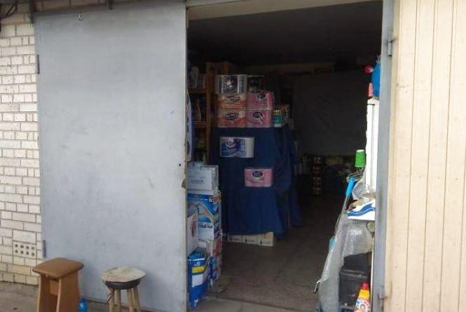 Штраф до 340 тисяч гривень загрожує вінничанці, яка в гаражі торгувала алкоголем