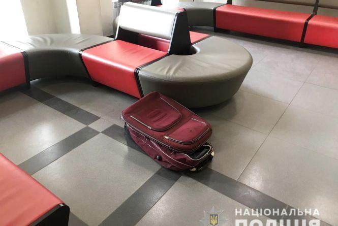 Через підозрілу валізу з «Прозорого офісу» евакуювали 120 людей