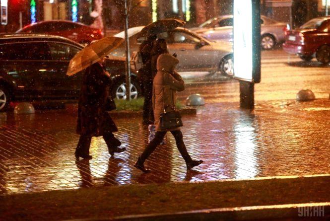 Сильний вітер, дощ і потепління не за горами: про погоду на вихідні