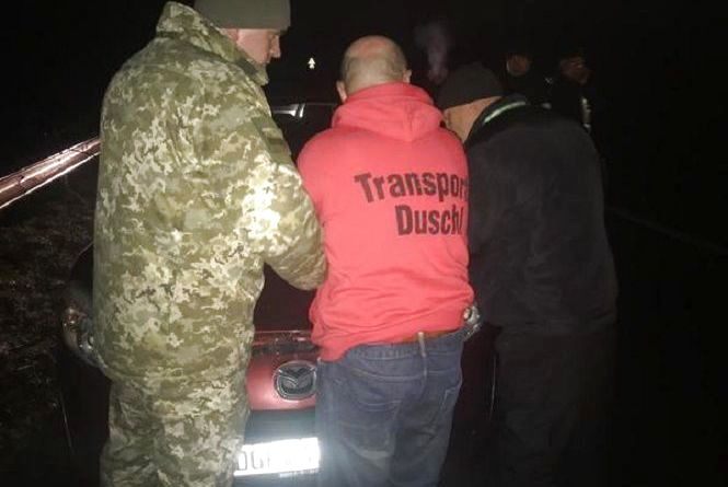 Прорив кордону. Вінничанин на «євроблясі» зніс шлагбаум та ледь не переїхав прикордонників