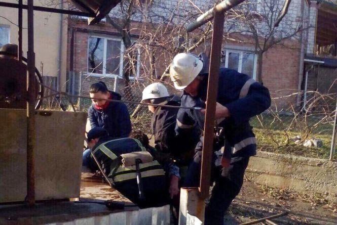 Жінка впала в криницю: коротка історія порятунку на П'ятничанах