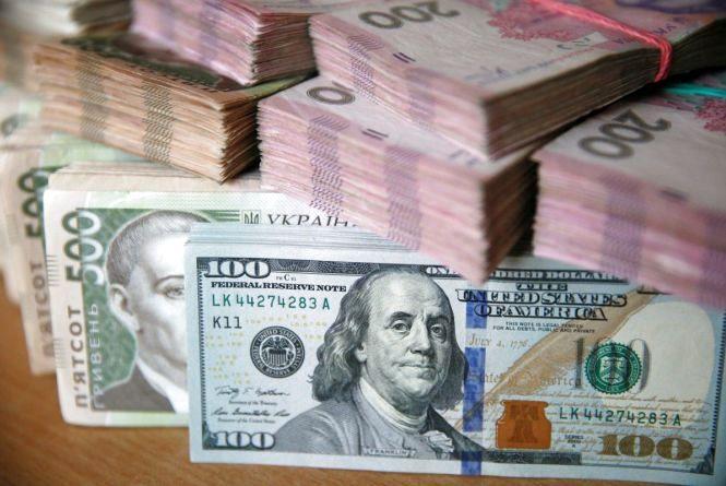 Прогнози експертів: що очікує долар, євро та рубль на цьому тижні?