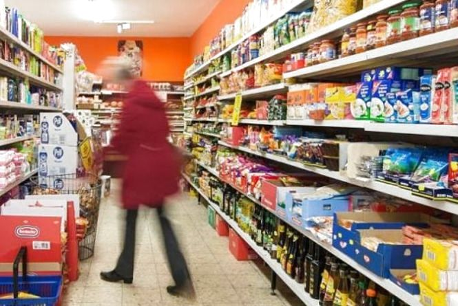 Шукають жінку, яку підозрюють у крадіжці продуктів