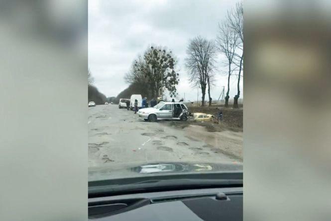 ДТП біля Медвежого Вушка: одне авто пошкоджено, інше — у кюветі (ОНОВЛЕНО)