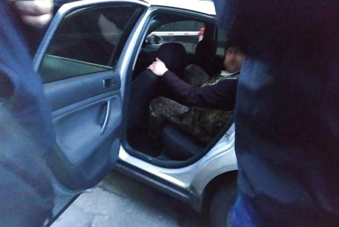 Гроші та наркотики. За що затримали вінницького поліцейського на порозі відділку