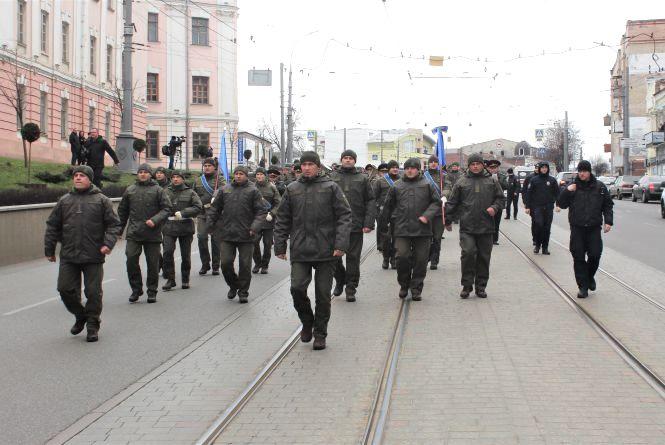 Військові пройшли маршем по Соборній. А перед Книжкою стоять броньовики