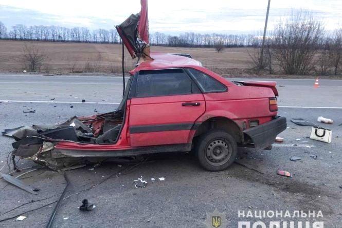 Жахлива аварія під Калинівкою: машину розірвало навпіл. Двоє людей загинули