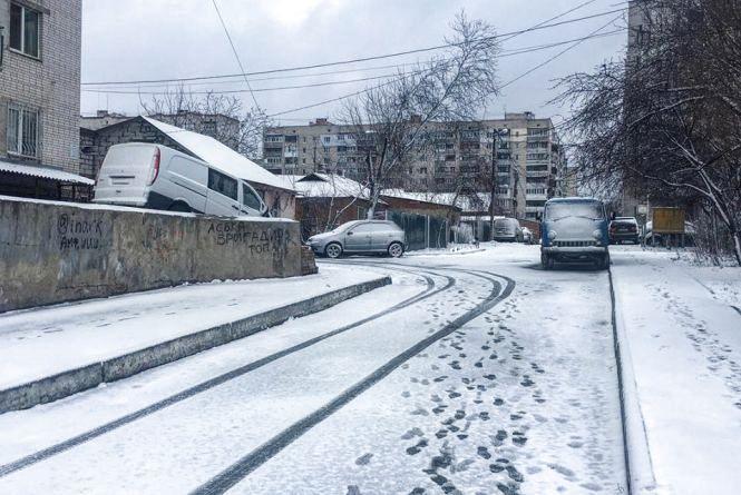 Мокрий сніг та сильний вітер: в Україні оголосили жовтий рівень небезпечності