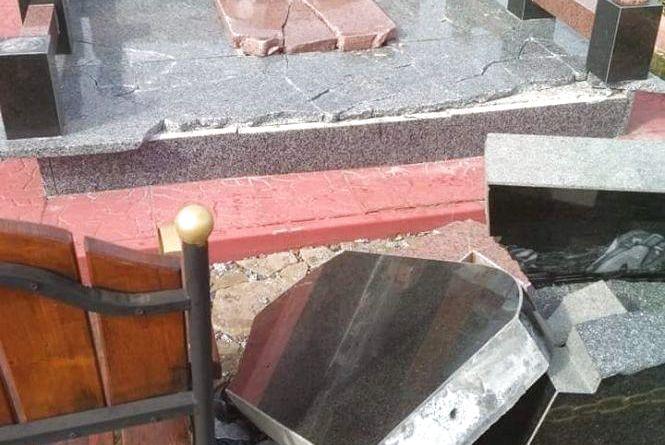 Пам'ятник на могилі героя АТО «Дюшеса» повалили не вандали