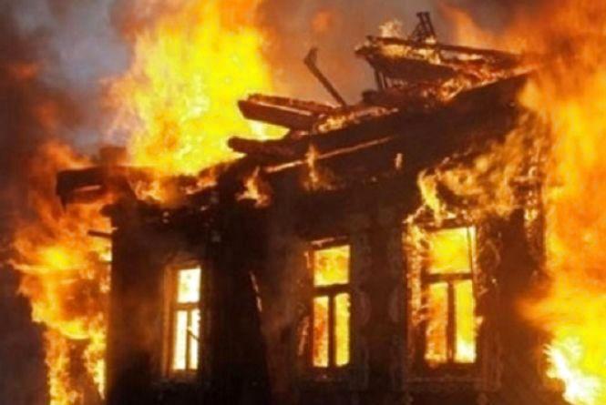 Смертельна пожежа: на Вінниччині два екіпажі гасили будинок. Є загиблі